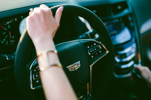 vince-camuto-cuff-fashion-blogger-driving-car