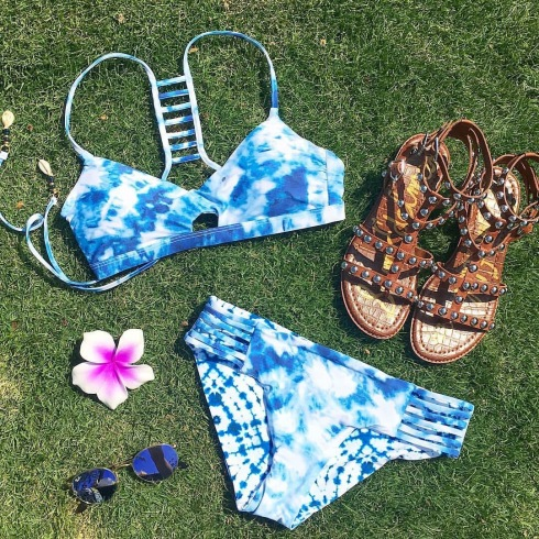 style-beacon-michelle-kuta-zuzek-fashion-blogger-flatlay-hawaii-style-seafolly-caribbean-ink-bralette-bikini-top-and-multi-strap-bikini-bottoms-sam-edelman-eavan-studded-gladiator-sandal-ray-ban-icons-50mm-round-lilac-mirror-sunglasses-hawaiian-hair-flower