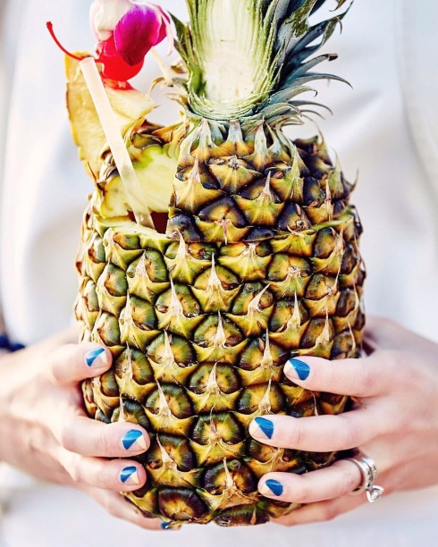 style-beacon-michelle-kuta-zuzek-fashion-blogger-hawaiian-summer-nails-lacquer-austin