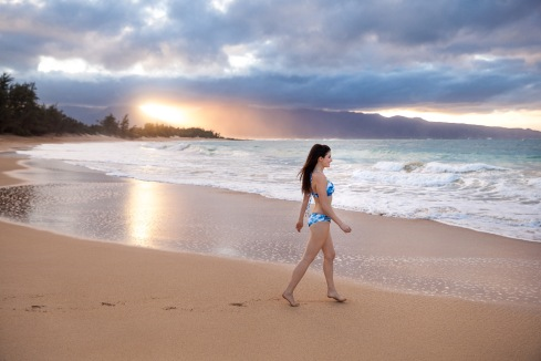 michelle-kuta-zuzek-style-beacon-hawaii-maui-travel-beach-seafolly-caribbean-ink-tye-dye-bikini-swim-suit