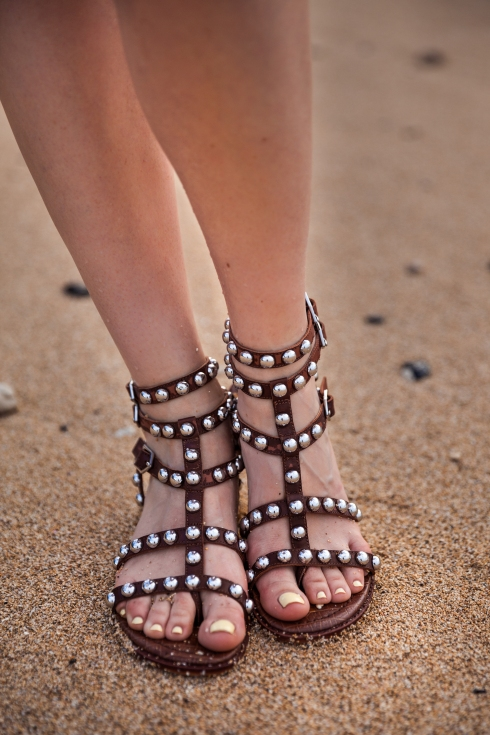 michelle-kuta-zuzek-style-beacon-hawaii-maui-beach-sam-edelman-studded-gladiator-sandals