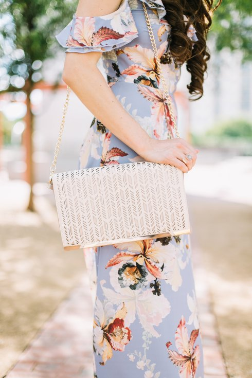 LYDC-clutch-tan-and-gold-kendra-scott-ring